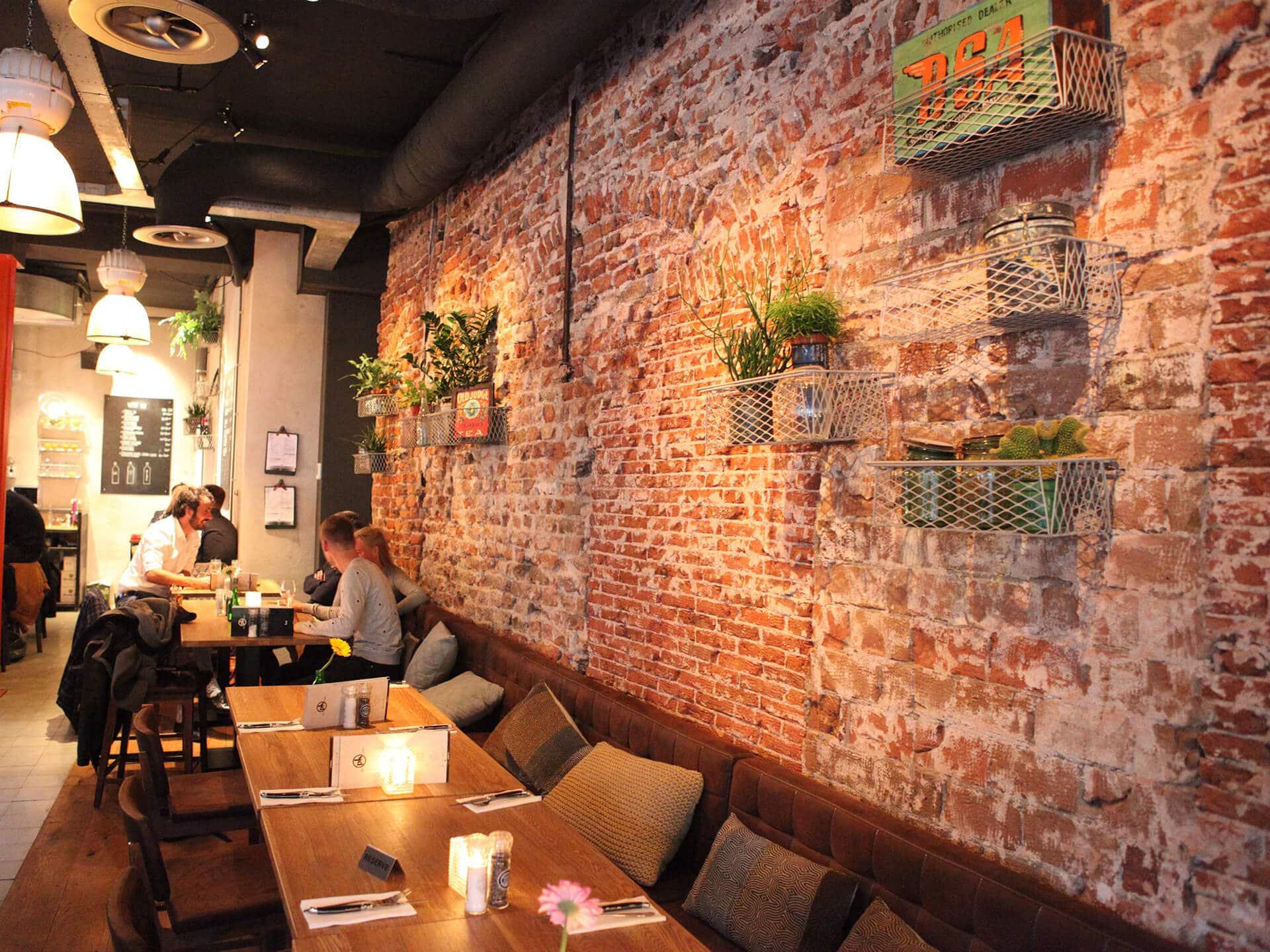Pk bar kitchen utrecht restaurant grand cafe for Interieur utrecht